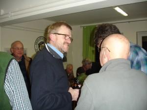 Peter Heldt im Gespräch mit Walter, einem langjährigem Mitglied.